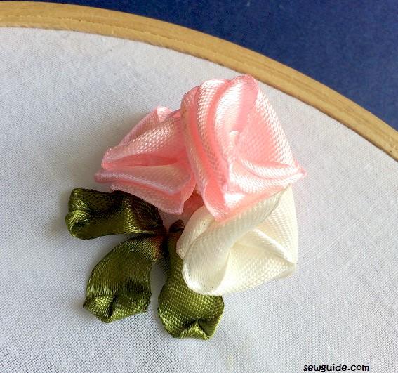 flores de cinta doblada