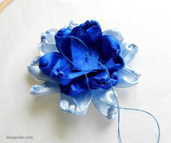 como se hacen las flores de cinta