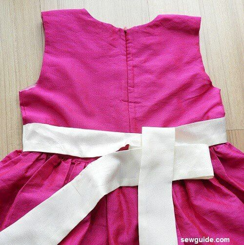 faja de lazo en un vestido de atar