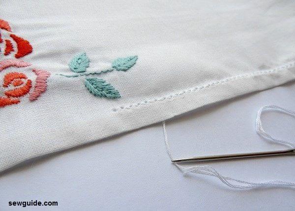 haciendo servilletas de tela