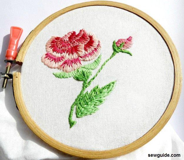 diseño de rosa bordado