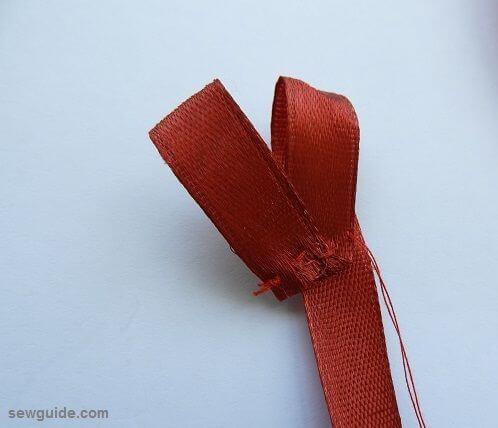 como hacer una cinta rosa