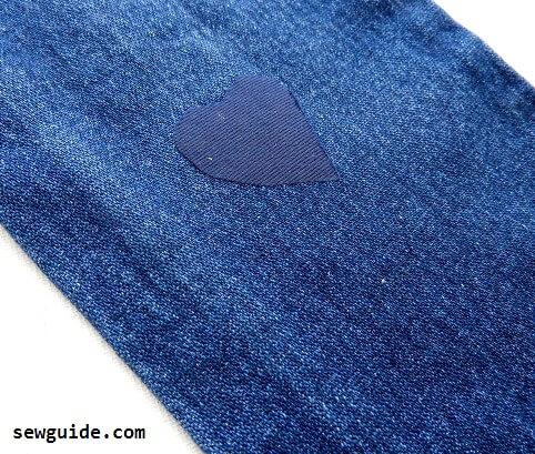 remendando jeans con lágrimas