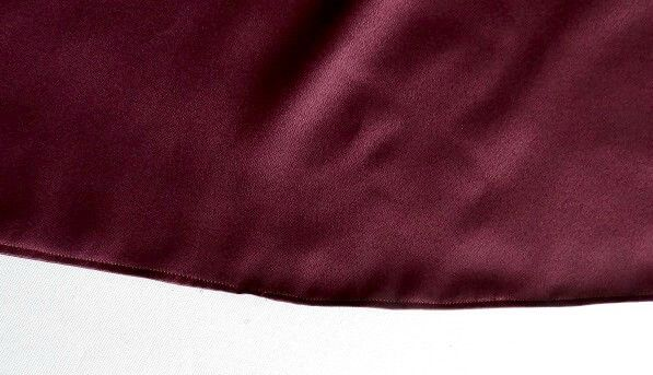 coser un top con hombros descubiertos y manga con volantes
