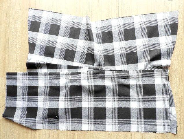 falda plisada con costuras