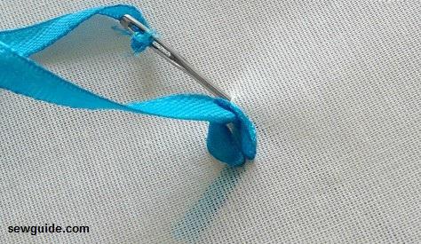 trabajo de bordado de cinta