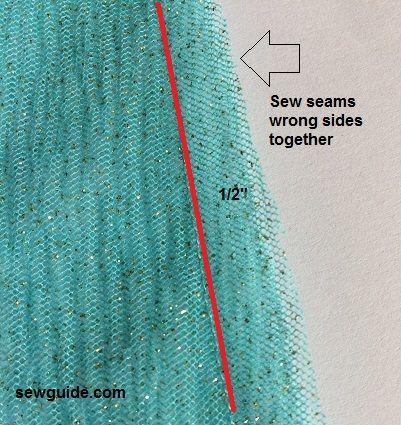 cosiendo una falda lehanga