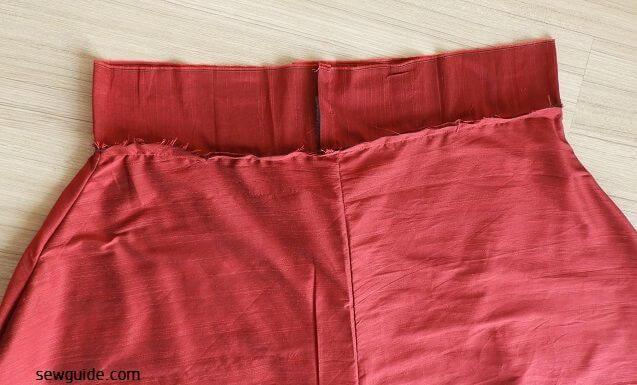 coser una falda acampanada que es larga
