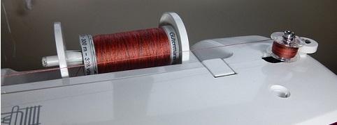 enhebrar la máquina de coser 3