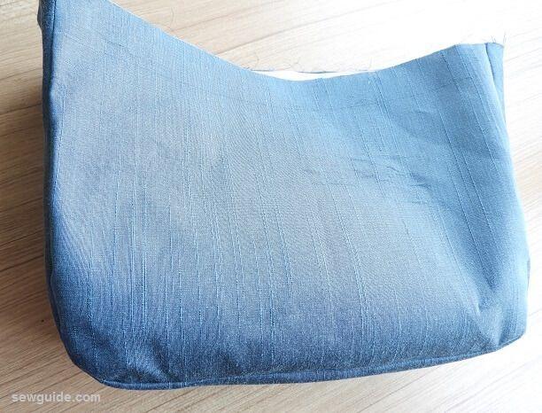 como coser una bolsa de mensajero